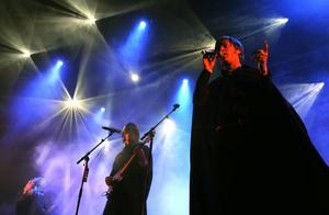 Driver ni med oss? Caligola gjorde en mycket märklig konsert på Peace & Love sent i onsdags kväll.