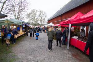 I tre dagar var det klassisk julmarknad vid Färna herrgård, där stora som små gick och kollade in vad stånden erbjöd.