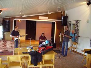 Sören Ahlström säger att bandet låter lika bra nu som på 60-talet.Halifax Team i replokalen inför Hemvändardagen 2008.