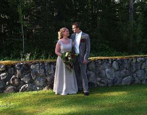Eva Lindh och Peter Lundh, Ånge, vigdes den 27 augusti i Alby kyrka. Vigselförrättare var Bertil Östberg. Brudparet antar namnet Lundh. Foto: Malin Edlund