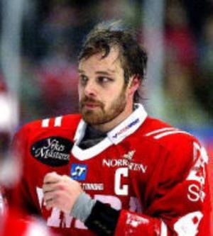 Lindström har tidigare sagt att han fick sin första hjärnskakning 2006, under tiden i Timrå. Det säger han i dag inte stämmer.