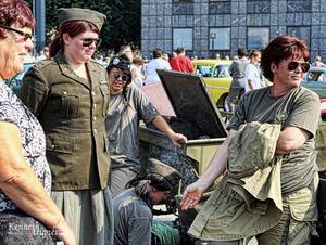 Military girlsAutentiska kläder och en läcker jeep. Fotad precis innan starten på Damrallyt 2010