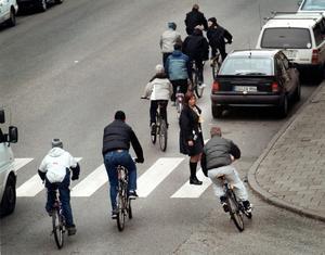 En typisk Örebrocyklist bryr sig inte om övergångsställen, menar somliga.