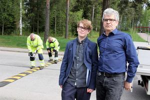 Jan Vennberg är intendent på skolan och han berömmer framför allt Sebastian Nyström för hans engagemang för trafiksituationen vid skolan. Lars-Åke Nyberg och Göran Hagberg från teknisk service placerade ut fem farthinder runt skolan.