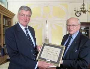 Antony Pinsent, president i The Flyfishers' Club of London och Helge Jonsson.Foto: Incorema Publishing