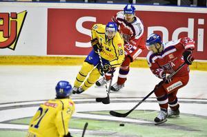 Anton Rödin skadade nyckelbenet och har spelat färdigt i Karjala Cup.