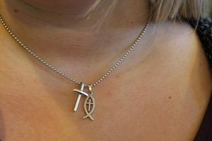 Korset och fisken är kända symboler för kristendomen.