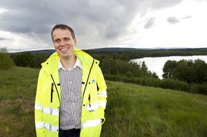 Christian Olhans från Borlänge Energi ser fram emot att få skapa ett vackert naturområde för allmänheten på de gamla övertäckta soptipparna i Bysjön.