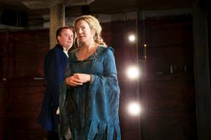 Stadra teater. En del i kulturen i länet som stöds av regionala medel. Här ses Rune Jakobsson och Kajsa Linderholm  i den senaste uppsättningen.