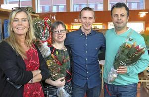 Fjolårets kulturpristagare Sara Hagström Andersson, Claes Wallgren och Bakhtiar Rahim tillsammans med deras chef Petra Jonsson (till vänster). Foto: Kristian Ekenberg