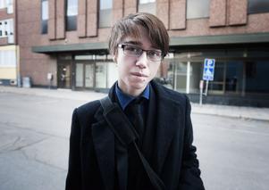 Jesper Jonth, 18 år, studerande, Borlänge:– Självklart ska man få bjuda! Jag tycker inte det blir orättvist eftersom alla får smaka av det man har med sig och de som själva inte har råd att bjuda just då har det säkert i framtiden. Klart barnen ska få äta glass på dagis.