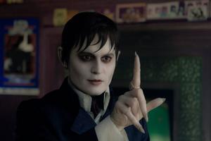 """Aja baja. Inte leka med vampyrer. Fast det är förstås just vad regissören Tim Burton gör när han låter Johnny Depp docksminka sig en gång för mycket, i den gotiska skräckkomedin """"Dark shadows""""."""