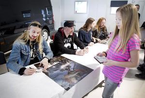 Tea Lundén köpte en skiva som hon nu kommer att dela med sin pappa hemma i Hille.