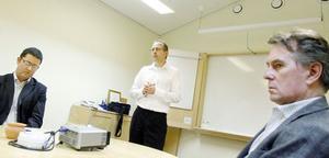 Konkursförvaltarens representant Magnus Lindblom tillsammans med ACB:s vd Hans Ederwall och rekonstruktören, advokat Jan Lindahl.