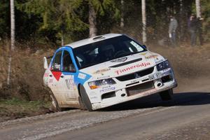 Tuffa vägar i det sista SM-rallyt. Robin Friberg, Ludvika, drog på sig en punktering men grejade till slut bronset i sin klass.