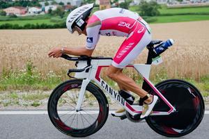 Jan Frodeno snittade nästan 45 km/h under sina dryga fyra timmar på cykeln.