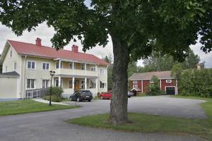 Marken till Harmångers prästgård 1:4 ägs av Harmångers, Jättendals och Gnarps kyrkliga samfällighet.