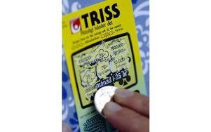 Från och med idag gäller 18 år när du köper Svenska Spels skraplotter.FOTO: HASSE HOLMBERG / SCANPIX