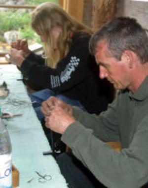Mikael Jansson från Ånge är snart klar med sin påfågelnymf.