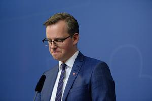 Mikael Damberg (S). Är den i regeringen som ansvarar för Vattenfall.