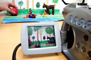 Allt som behövs. En digitalkamera, ett animeringsprogram till datorn, lergubbar och några olika bakgrunder – det är allt som behövs för att göra animerad film.