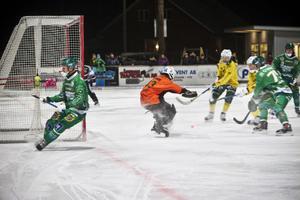 Ljusdals målvakt Jonas Svensson hade mycket att göra.