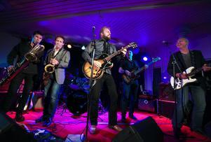 Micke Mojo and friends på jammar loss på förra årets bluesfestival.