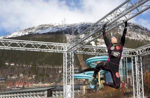 Tvåan i damklassen, Maria Welin från Borås, höll ett högt tempo hela tävlingen, men var ordentligt trött under armgången på slutet.   – Det var ändå helt fantastiskt. Jag har varit här i Åre innan tävlingen och mest åkt skidor och gått omkring med spädbarn, men det här var andra bullar, sa Maria och skrattade.