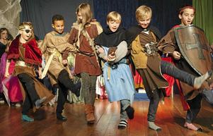 Eleverna i åk 3-4 vid Annaskolan i Garpenberg har satt upp ett eget teaterstycken om vår nordiska mytologi.