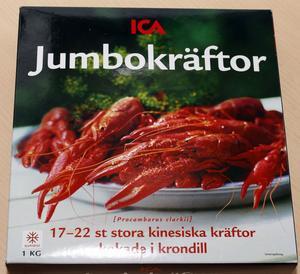 ICA:s kinesiska jumbokräftor, Pris/kg: 89 kr, Antal kräftor: 17-22 st, Utseende: Små och snygga kräftor men med väldigt brunt innanmäte. Konsistens: Bra knaprig konsistens Panelens kommentar: Smaklös men åsikten skiljer inom panelen om man gillar tuggmotståndet eller om man tycker köttet är för segt. Betyg: 3