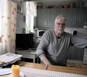 Berndt Norrman vill ha fast bredband från Telia, som han är kund hos. Han har fått beskedet att det inte är möjligt.