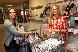 – Det stängde ju precis två barnbutiker, Evalevaloppan och Lillpyre, så det var väl ganska bra tajming trots allt, menar Johanna Schagerström och Ulrika Johansson på Systeryster.De har bara haft öppet en dryg vecka men tycker att kundernas reaktioner har varit väldigt positiva.