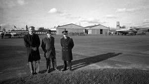 Invigning av Hässlö civila flygstation fr v Lilnjeflygs flygchef P. O. Olemyr, kommunalrådet Gustaf Olsson, F 1- chefen överste Tore Persson. Fotot togs 1969.