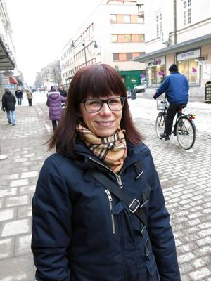 Åsa Andersson, 45 år, mäklarassistent, Sandviken– Med mina närmaste släktingar och familjen. Det blir middag eller fika. Det är en anledning att träffas.