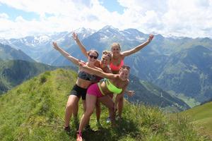 Efter finalförlusten har Malin Persson njutit av lite sommarledigt. Här på berget tre bröder i Zell am see under en vandring i Alperna tillsammans med Erica Persson, Emma Rusth och Ida Rusth.
