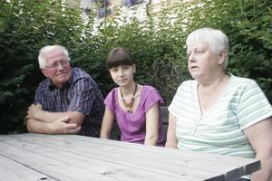Att vara hos Tage och Lena i Bergsjö på somrarna är som att vara hemma för Lena Glebova. Helst umgås hon med sina kompisar då eller solar och badar.