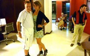 Anna med Telia-pappan på hotellet.