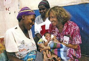 I många år reste Monica Pejovic Schnürer till katastrofområden i Afrika för att som Röda-korsare försöka hjälpa till. Numera har hon slutat att arbeta, men en del av hjärtat finns ändå kvar i Afrika. Bland annat hos de fem fadderbarn hon numera hjälper.bild: privat