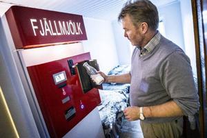 På Åre Bondgård i Såå står mjölkautomaten som Jörgen Andersson nu ska försvara i rätten.