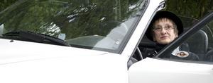 Christina Barklund kör en Mazda Miata MX-5 och styr dit hon känner för dagen.