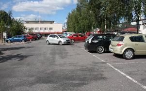 I går fanns det gott om P-platser i Leksand. Det var lugnt efter stormen.FOTO: MATS RÖNNBLAD