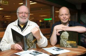 Nicke och sonen Jerker presenterar boken