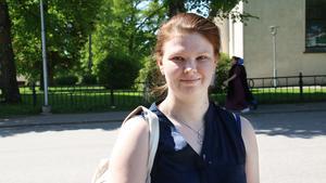 Evelina Ylitalo, 24 år, Norberg: –Jag vet inte. Jag har inte någon åsikt i den frågan.