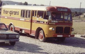 Några av bandets turnébussar genom åren.