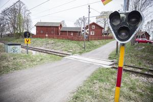 Plankorsningen vid Hagalundsvägen uppgraderas till en så kallad A-anläggning, med bommar.