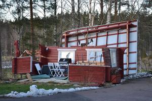 Grillstugan i Sundborn utanför Falun blev utan tak...