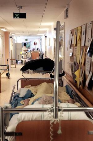 Överbeläggningar och stress hotar patientsäkerheten, menar skribenten (bilden togs 2005).