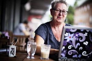 Ann-Catrin Brockman medger att hon ägnar en hel del tid åt sociala medier på internet. Hon säger att det främst är för att det är roligt, samtidigt har internet blivit ett viktigt redskap i hennes arbete som politiker.
