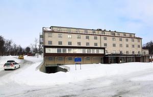 Övergivna hotell Tänninge har än en gång fått nya ägare. Företaget Bronco Living AB köpte i december fastigheten för 75 000 kronor.   Vår målsättning är att rusta upp och renovera, säger bolagets vd, Sven Aage Fuglsang
