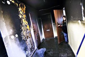 drabbad. Yvonne Bergh var en av flera oroliga hyresgäster som inte ville bo kvar efter den senaste av en lång rad bränder på Tallbacksvägen 17. På Sandvikenhus säger man att några hyresgäster också hörde av sig till kontoret under måndagen och ville flytta.